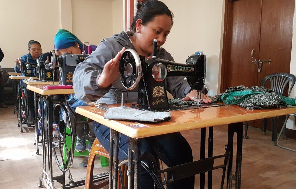 Berufliche Perspektiven durch Nähausbildung für Frauen in Nepal