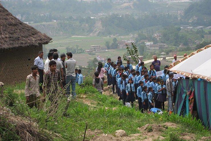 """Pflanzaktion am """"Tag der Umwelt"""" auf dem Gelände der Akasha Academy"""