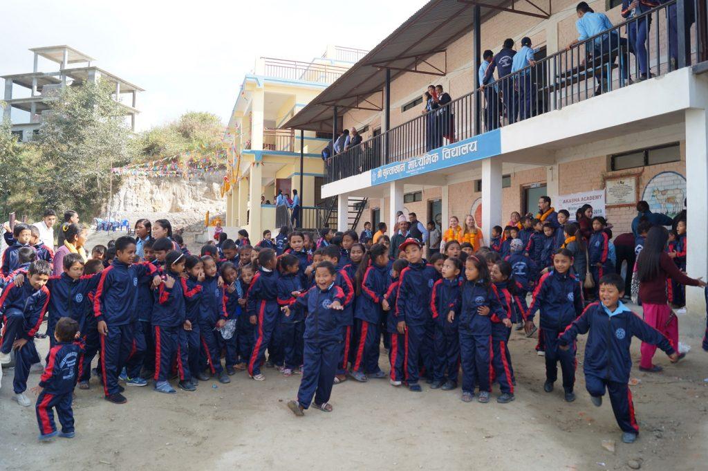 Neue Schuluniformen für die Sri Suntakhan Secondary School