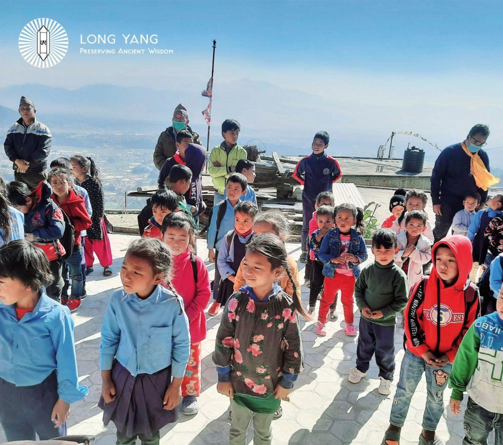 Neue Winter-Uniformen für 530 Schüler*innen in Suntakhan